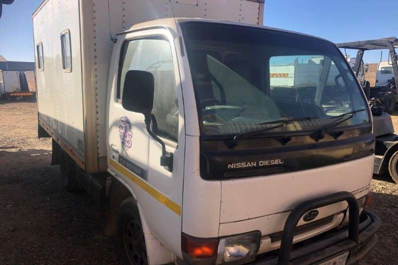 Nissan Box trucks Nissan Cabstar 20 with Passenger Body 2002