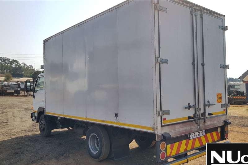 Nissan NISSAN UD40 VOLUME BODY TRUCK Box trucks