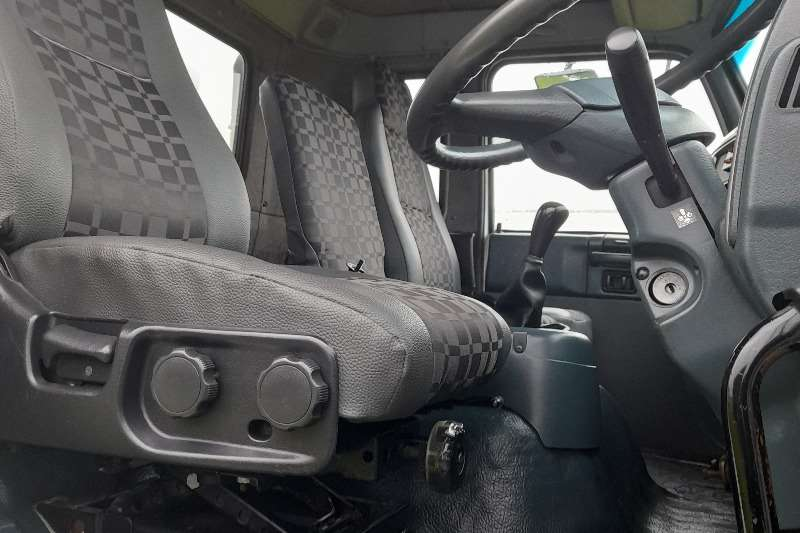 Nissan NISSAN UD80 VOLUME BODY / CLOSED BODY TRUCK FOR SA Box trucks