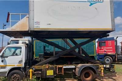 Nissan UD440 Box trucks