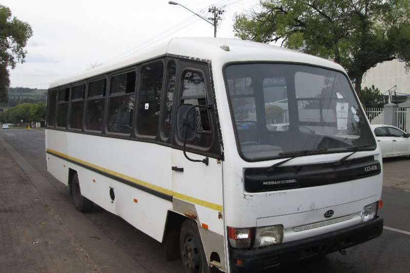 Nissan Buses 32 seater UD40L 2004