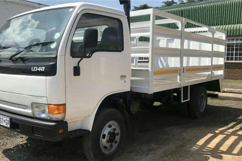 Nissan Cattle body trucks NISSAN UD40 2006