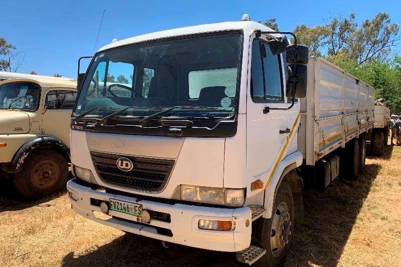 Nissan Cattle body trucks UD 100 F/C Dropside Cattle body 2009