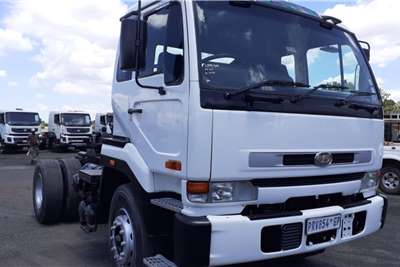 Nissan NISSAN UD 350 Chassis cab trucks