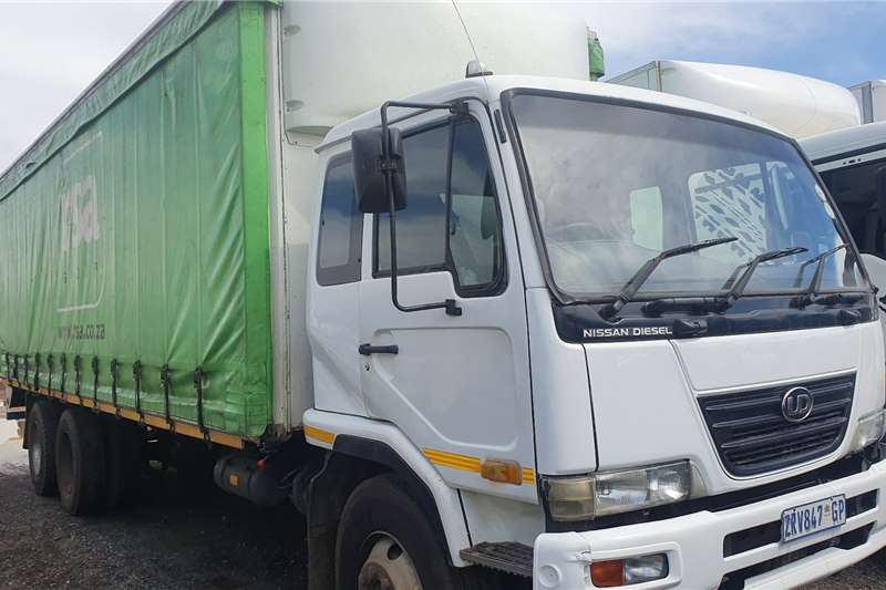 Nissan UD100 Curtain side trucks