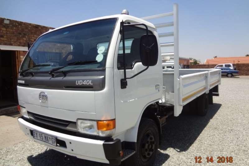 Nissan Dropside trucks Nissan UD40 ds 2012