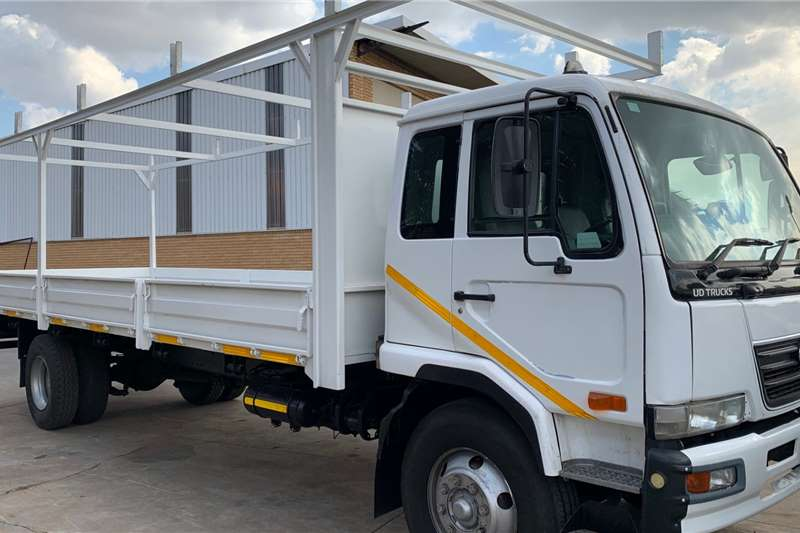 Nissan UD 95 F/C Dropside Dropside trucks
