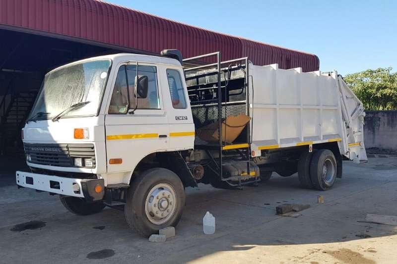 Nissan 1991 Nissan CM12 Garbage Compactor Garbage trucks