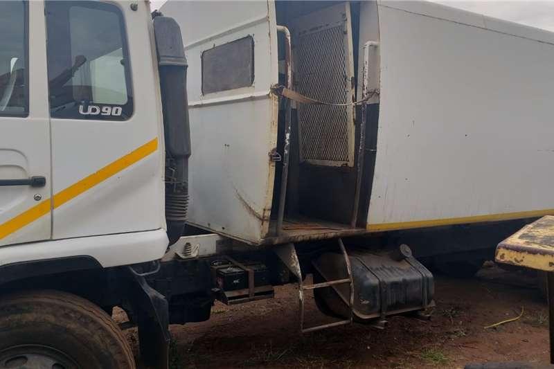Nissan 2003 Nissan UD90 Compactor Refuse Truck. Garbage trucks