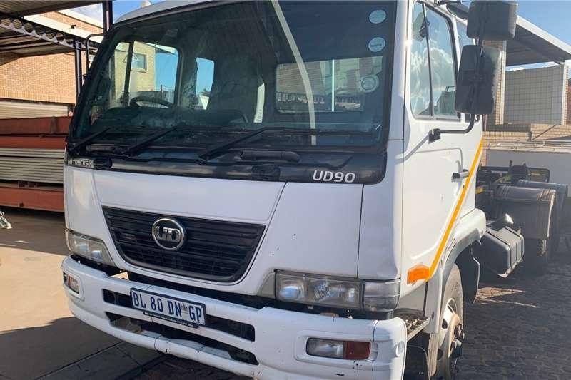 Nissan UD 90 F/C 6X2 Hooklift Hooklift trucks