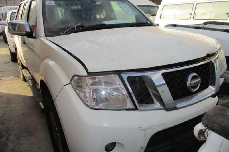 Nissan LDVs & Panel Vans Nissan Navara 4.0 4x4 D/C Bakkie 2012
