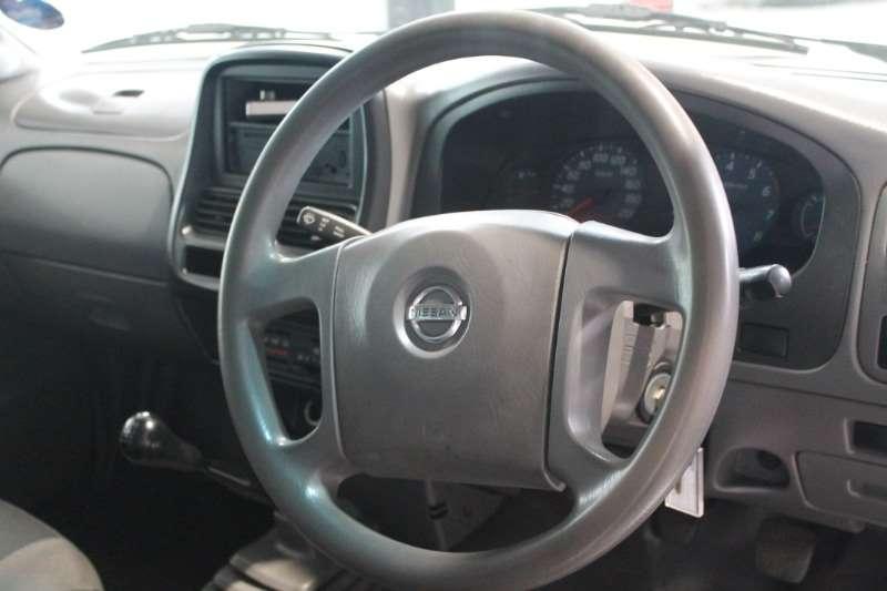 Nissan LDVs & panel vans Nissan Np300 Hardbody Anniversary Edt 2.0 Se Lwb 2017