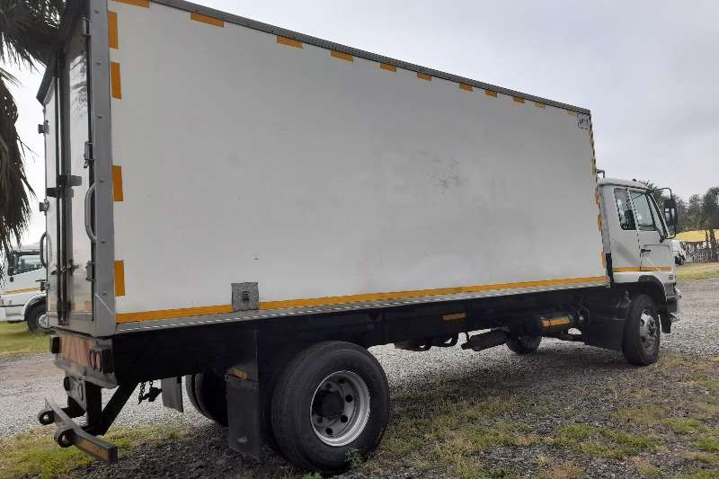 Nissan NISSAN UD80 FRIDGE BODY TRUCK FOR SALE Refrigerated trucks