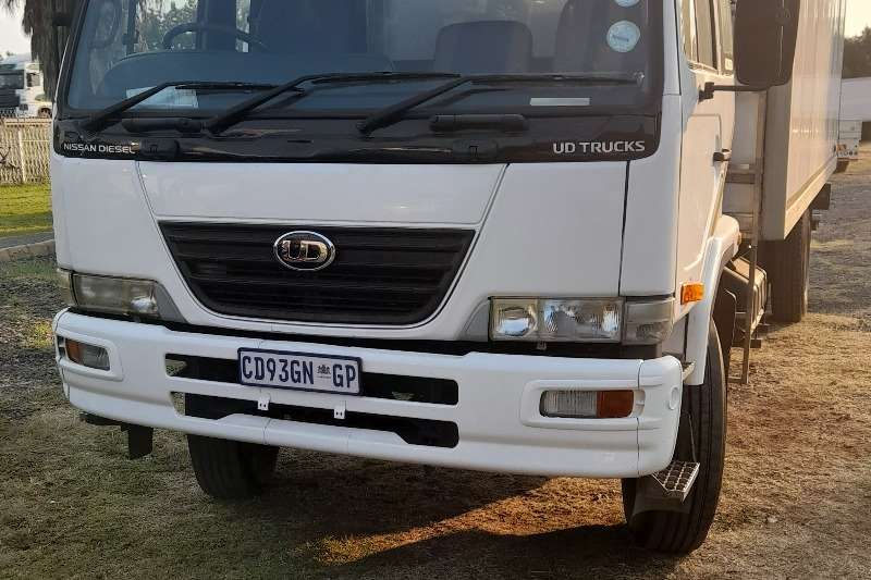 Nissan NISSAN UD90 FRIDGE BODY TRUCK FOR SALE Refrigerated trucks