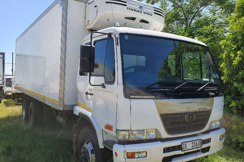 Nissan Refrigerated trucks UD95 DOUBLE AXLE ND 200 THERMO KING UNIT 2008