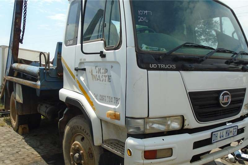 Nissan Tipper trucks ED100 2014