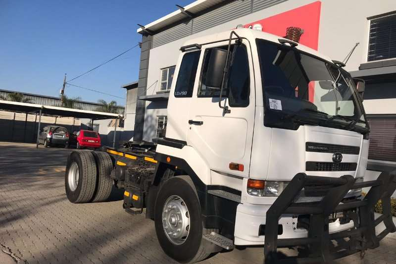 Nissan Truck 2006 Nissan UD290 Single Axle with Hydraulics 2006