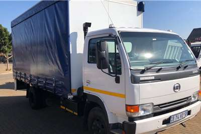 Nissan Truck 2012 Nissan UD40 L Curtain side with dropside 2012
