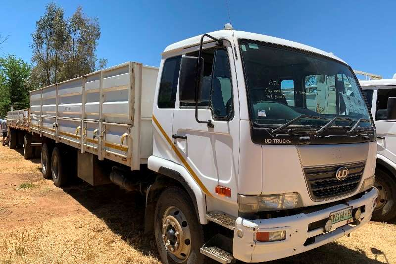 Nissan Truck Cattle Body UD 100 F/C Dropside Cattle body 2009