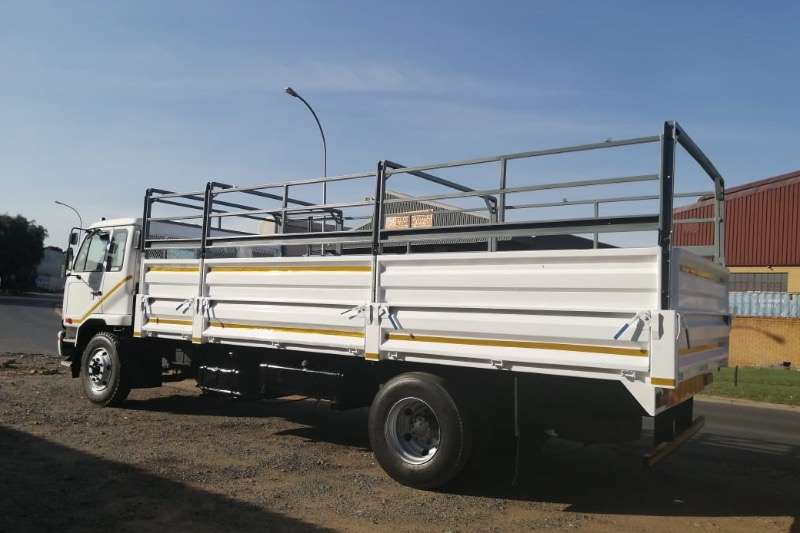 Nissan Truck Cattle body UD 80 2010
