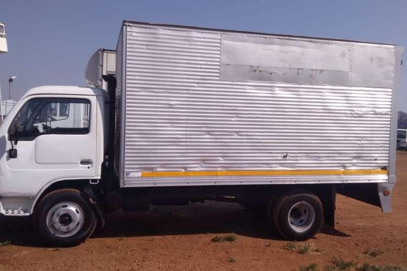 Nissan Truck Closed body NISSAN DIESEL UD40 VAN BODY 2007
