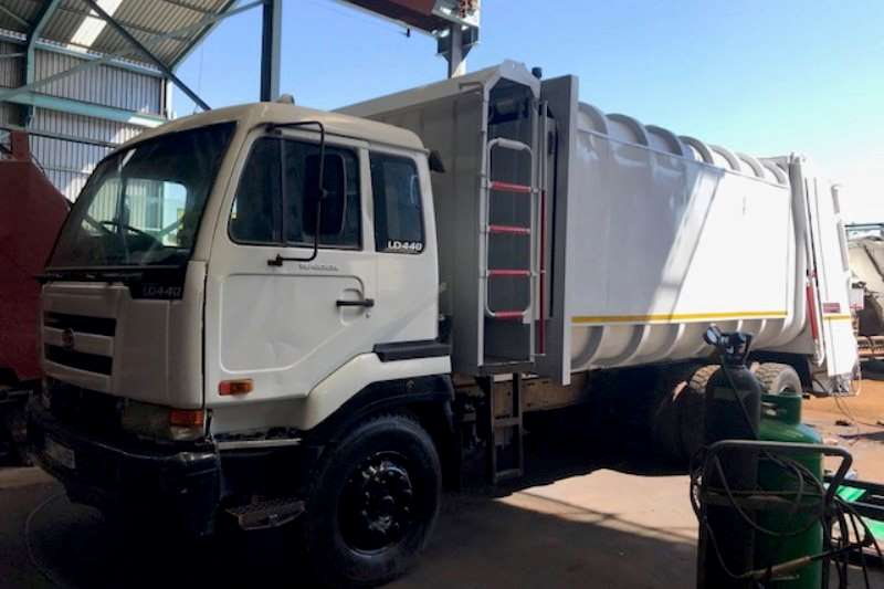 Nissan Truck Compactor UD 440 with Cos.Eco Compactor 2007