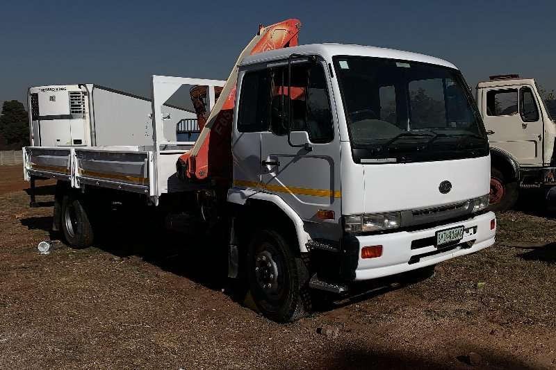 Nissan Truck Crane truck Nissan UD80 8 ton dropside with crane