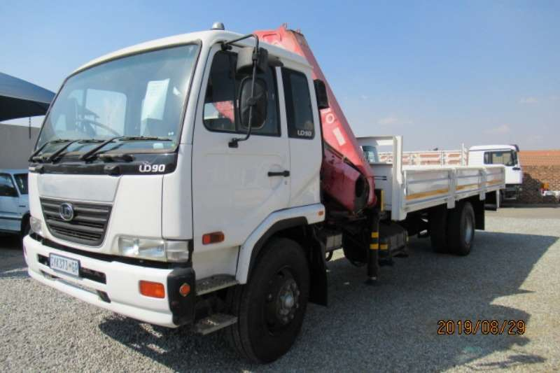 Nissan Truck Crane truck Nissan UD90 with Fassi F1700 Crane 2005