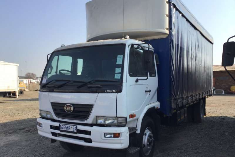 Nissan Truck Curtain side 2011 Nissan UD100 curtainside 2011