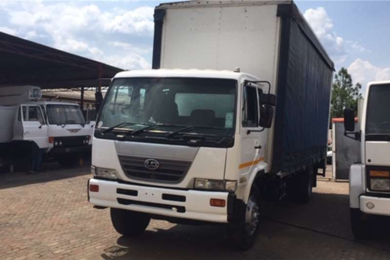 Nissan Truck Curtain side Nissan UD 90 Curtain Sides 2005