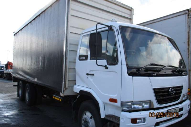 Nissan Truck Curtain side NISSAN UD100 6 X2 TAUTLINER 2013