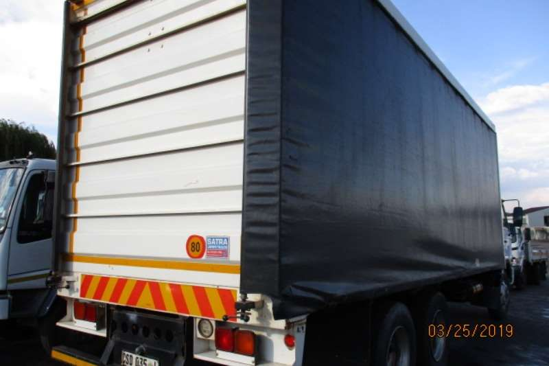 Nissan Curtain side NISSAN UD100 6 X2 TAUTLINER Truck