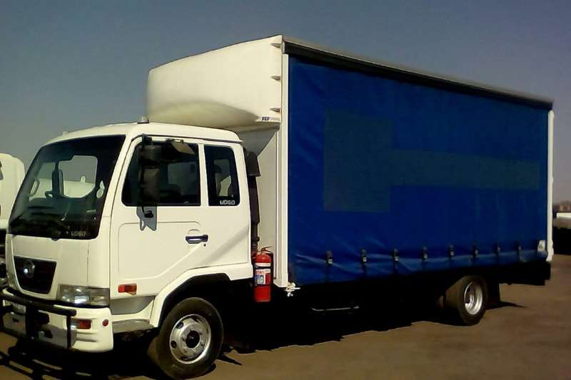 Nissan Truck Curtain side NISSAN UD60 CURTAINSIDE 2015