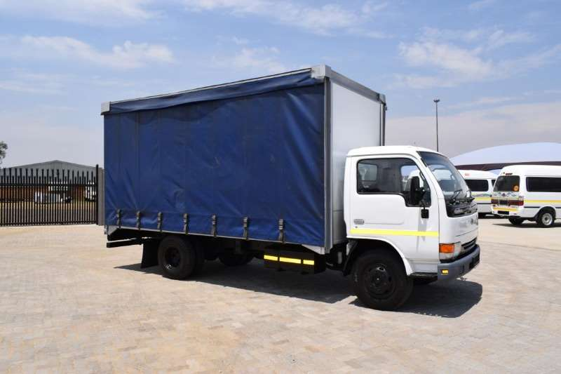 Nissan Truck Curtain side UD40 (4 Ton) 2005