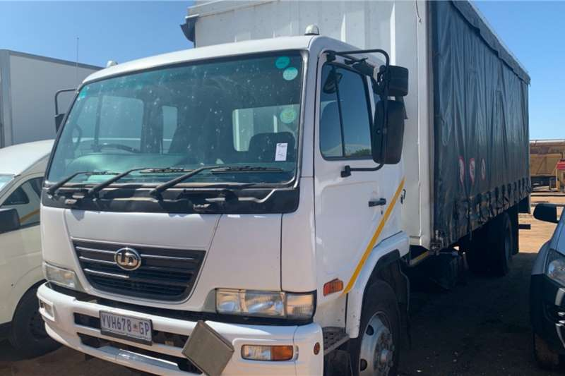Nissan Truck Curtain side UD90 2009