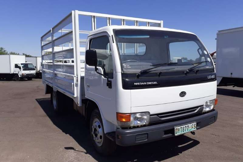 Nissan Truck Dropside NISSAN UD 40 CABSTAR DROPSIDE CAGE BODY 2011