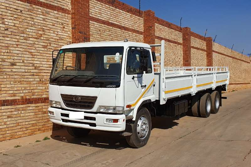 Nissan Truck Dropside UD100,6x2,+/  15 TON WITH 8m DROPSIDE BODY 2009