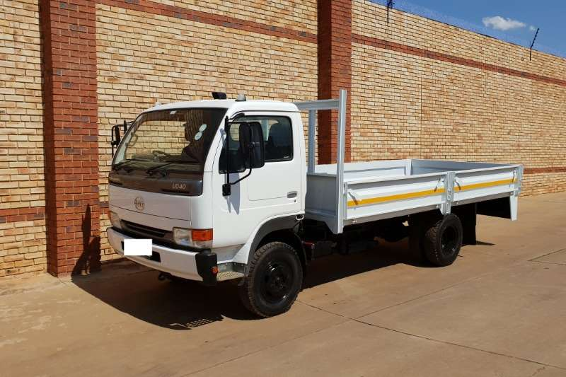 Nissan Truck Dropside UD40,4 TONNER WITH DROPSIDE BODY,GAS SPEC 2011