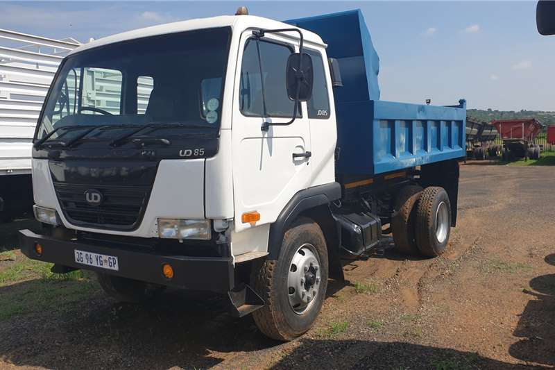 Nissan Truck Dropside UD85 6 cube tipper 2007