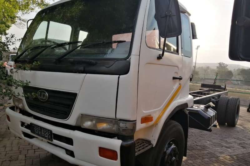 Nissan Truck Dropside UD90 with dropside 2005