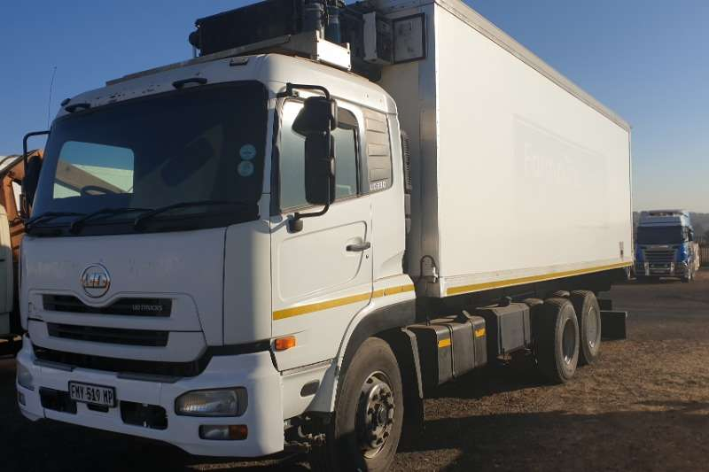 Nissan Truck Fridge truck UD330 Fridge Truck with meat rails 2011
