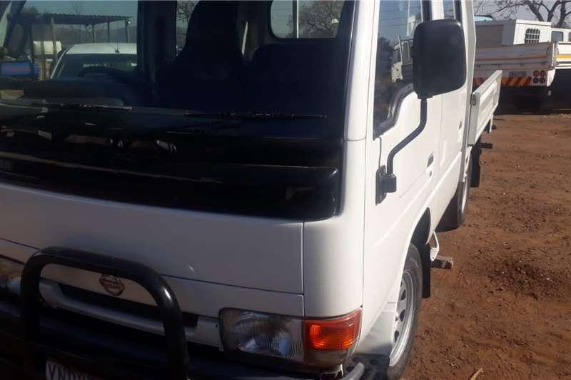Nissan Truck NISSAN CABSTAR CREW CAB D/SIDE