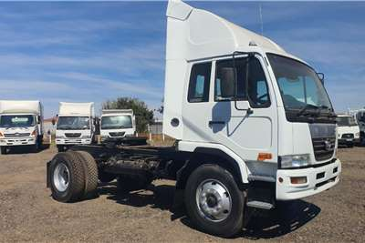 Nissan NISSAN UD 100 A TRUCK TRACTOR Truck