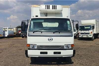 Nissan NISSAN UD 40 REEFER VAN BODY Truck