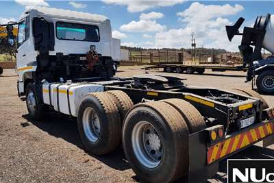 Nissan NISSAN UD390 6X4 HORSE Truck