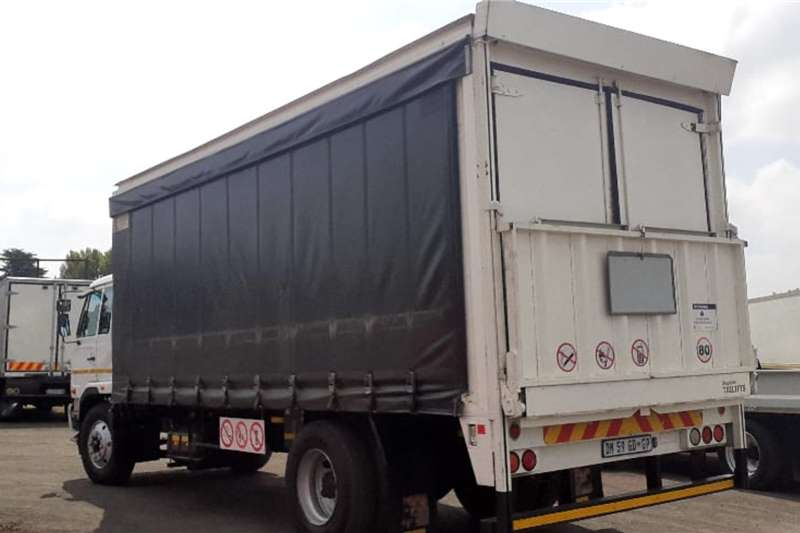 Nissan NISSAN UD80 CURTAINSIDE Truck