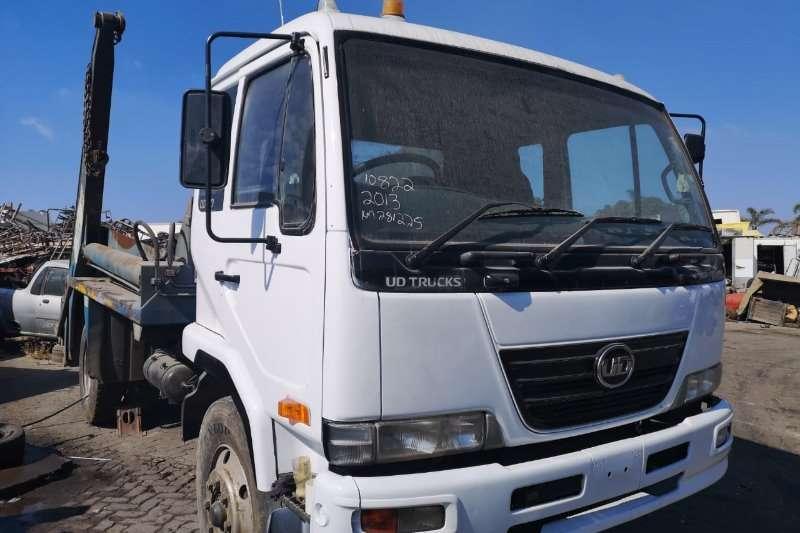 Nissan Truck Skip bin loader UD100 2013