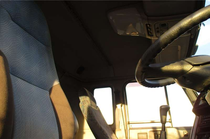 Nissan Skip loader Nissan UD290 Truck