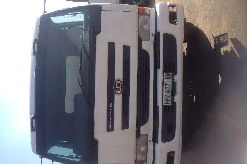 Nissan Truck Tipper UD 290 6 cube tipper 2009