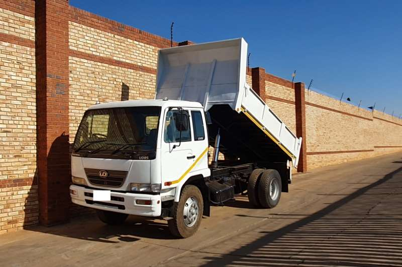 Nissan Truck Tipper UD85,FITTED WITH 6 CUBE DROPSIDE TIPPER BODY 2010